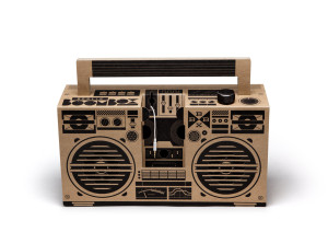 08_BerlinBoombox_08_brown_front_white_no_phone